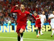 Tại sao bóng đá là môn thể thao thu hút nhiều người hâm mộ?