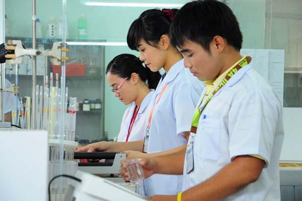 Các trường Cao đẳng Dược ở Hà Nội vẫn liên tục tuyển sinh để đáp ứng nhu cầu tuyển dụng