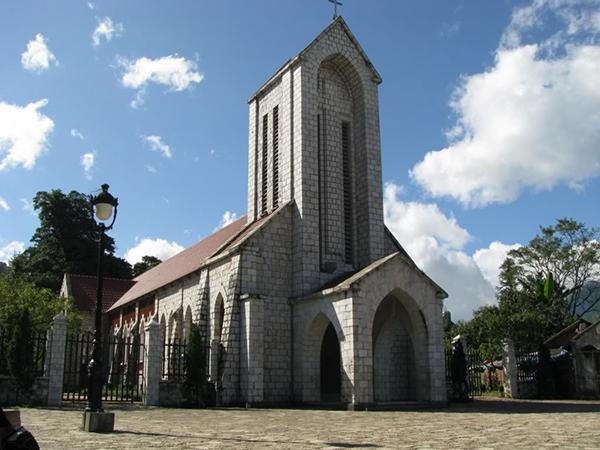 Nhà thờ đá Sapa cổ kính